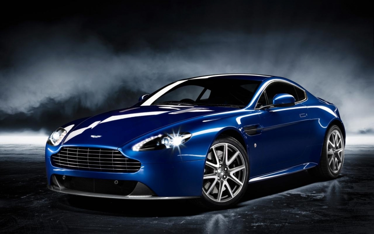 Aston Martin DB9 Wallpaper 14