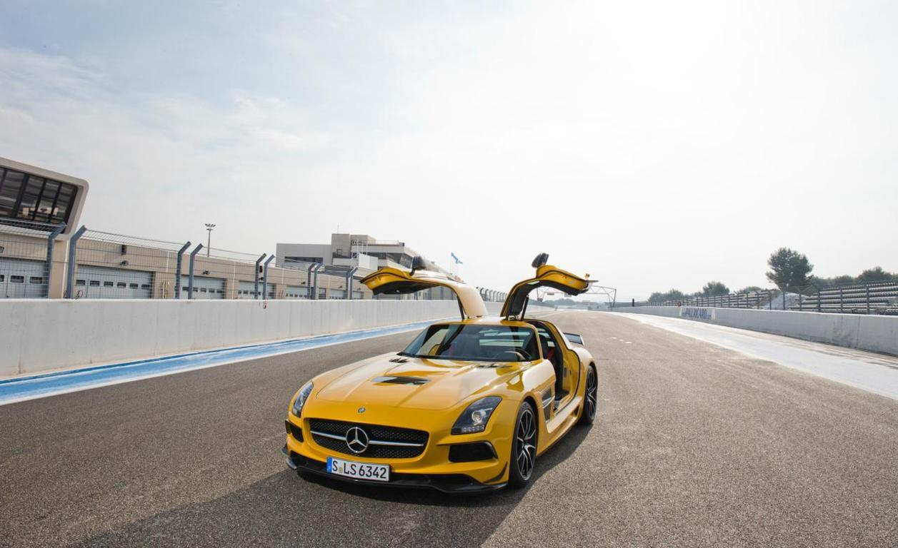 Mercedes Benz SLS AMG Wallpaper 8