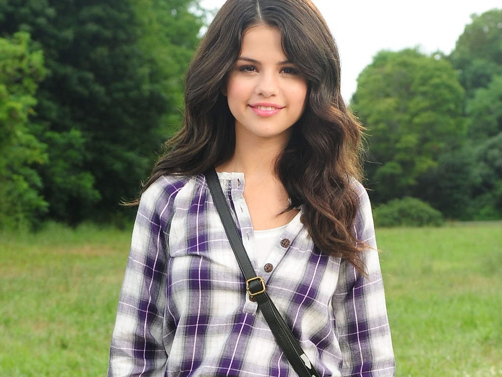 Selena Gomez Wallpaper 36