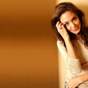 Angelina Jolie Wallpaper 26