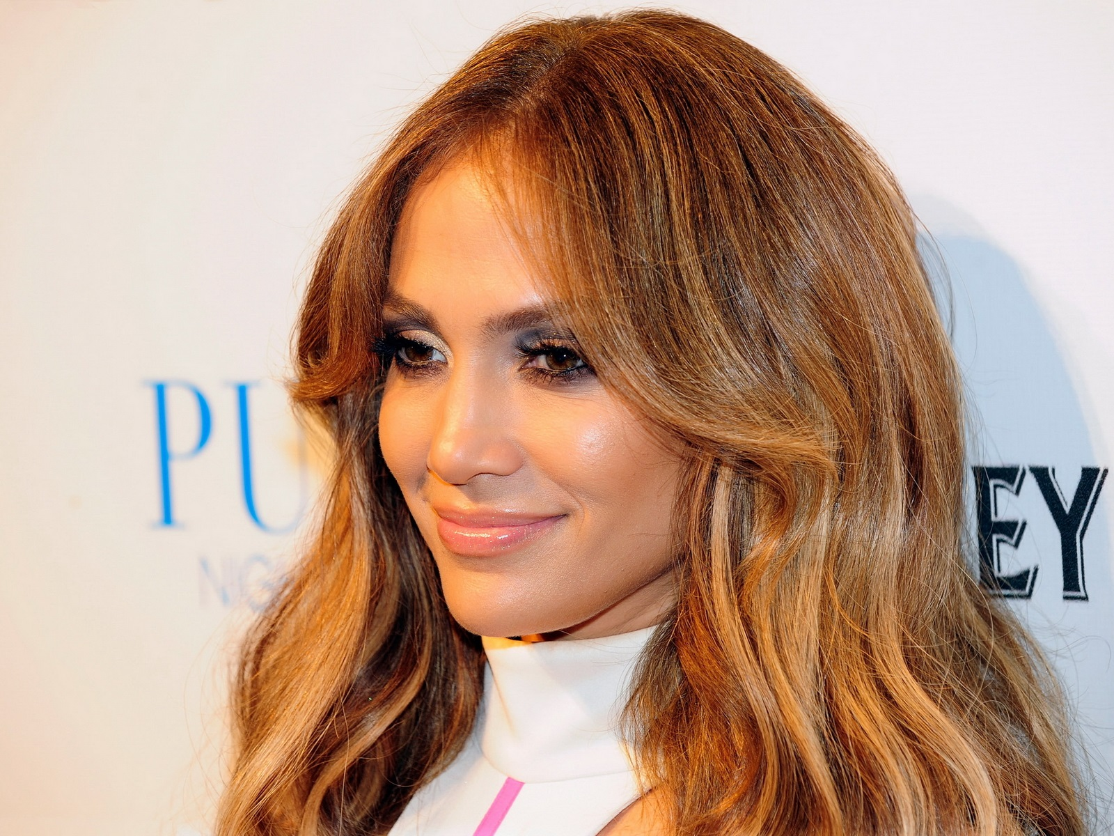 Jennifer Lopez Makes A Special Appearance At Pure Nightclub