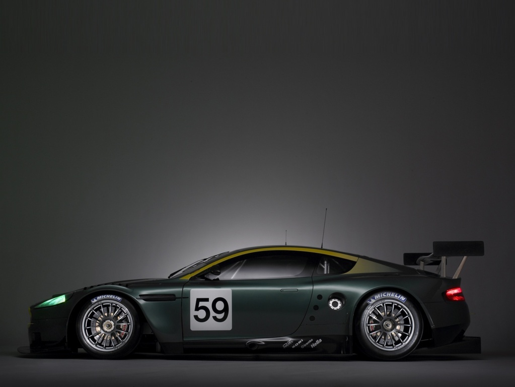 Aston Martin DB9 Wallpaper 11