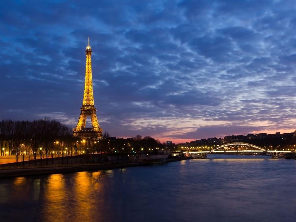 Eiffel Tower Paris Wallpaper 3