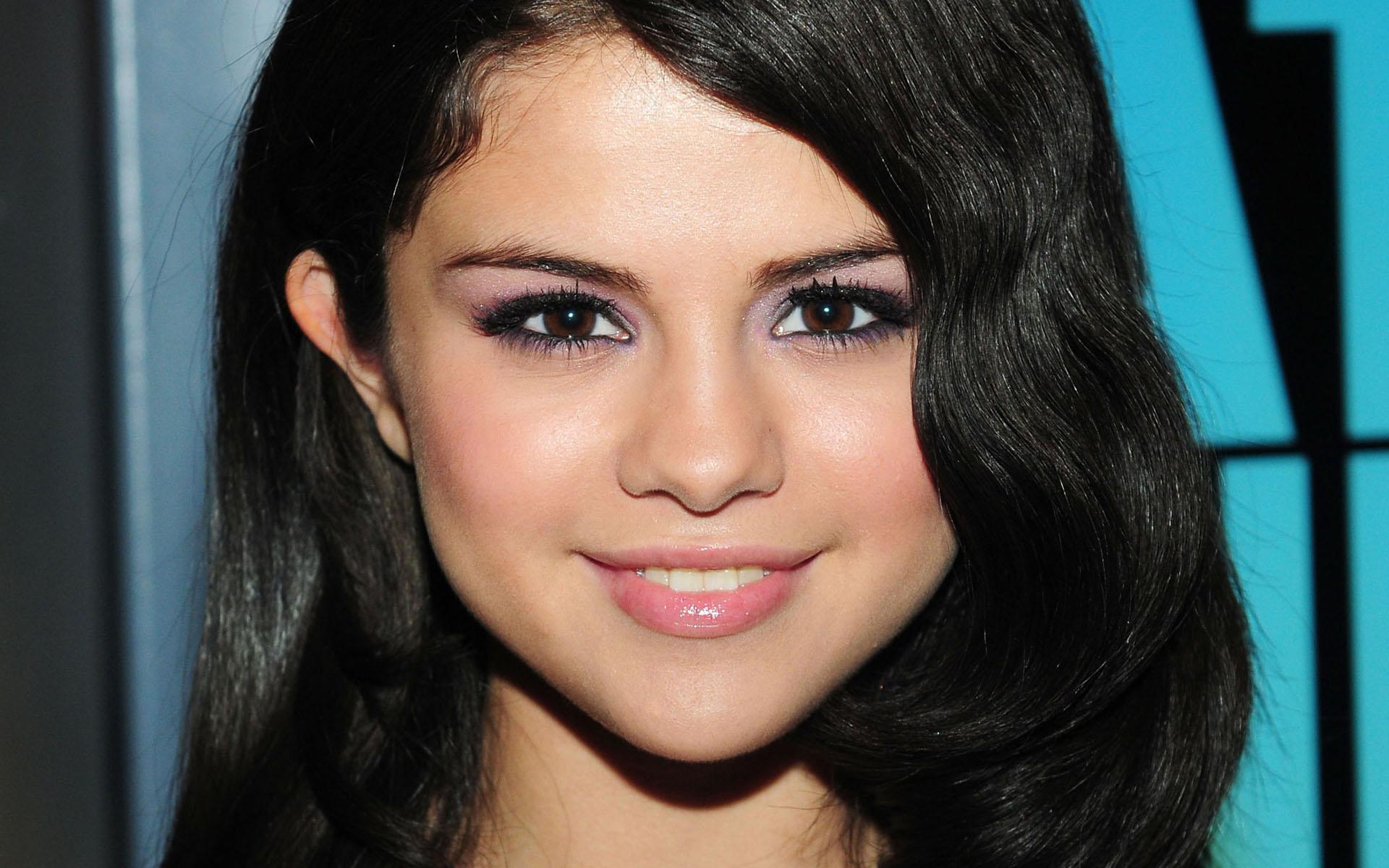 Selena Gomez Wallpaper 48