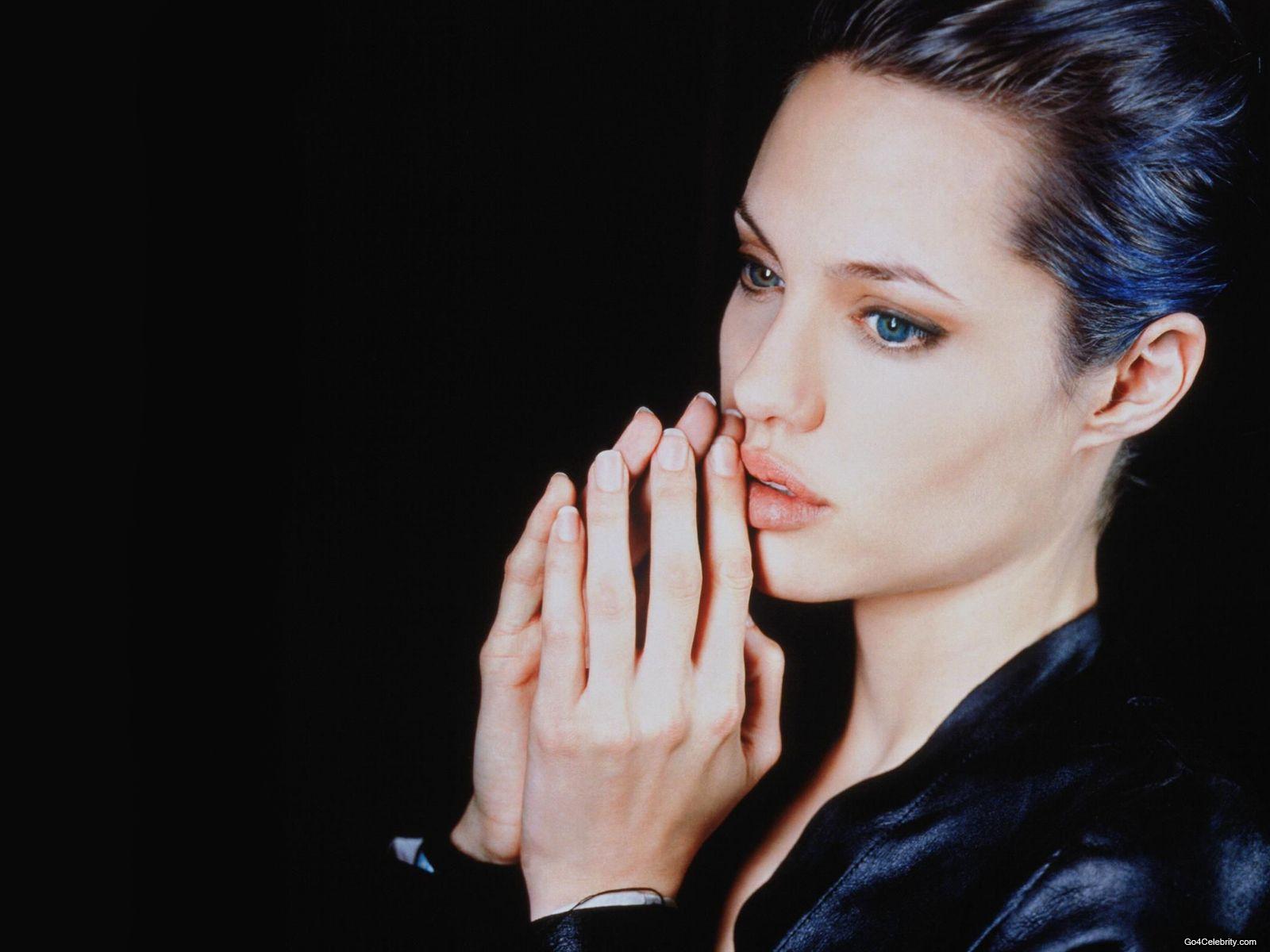 Angelina Jolie Wallpaper 11