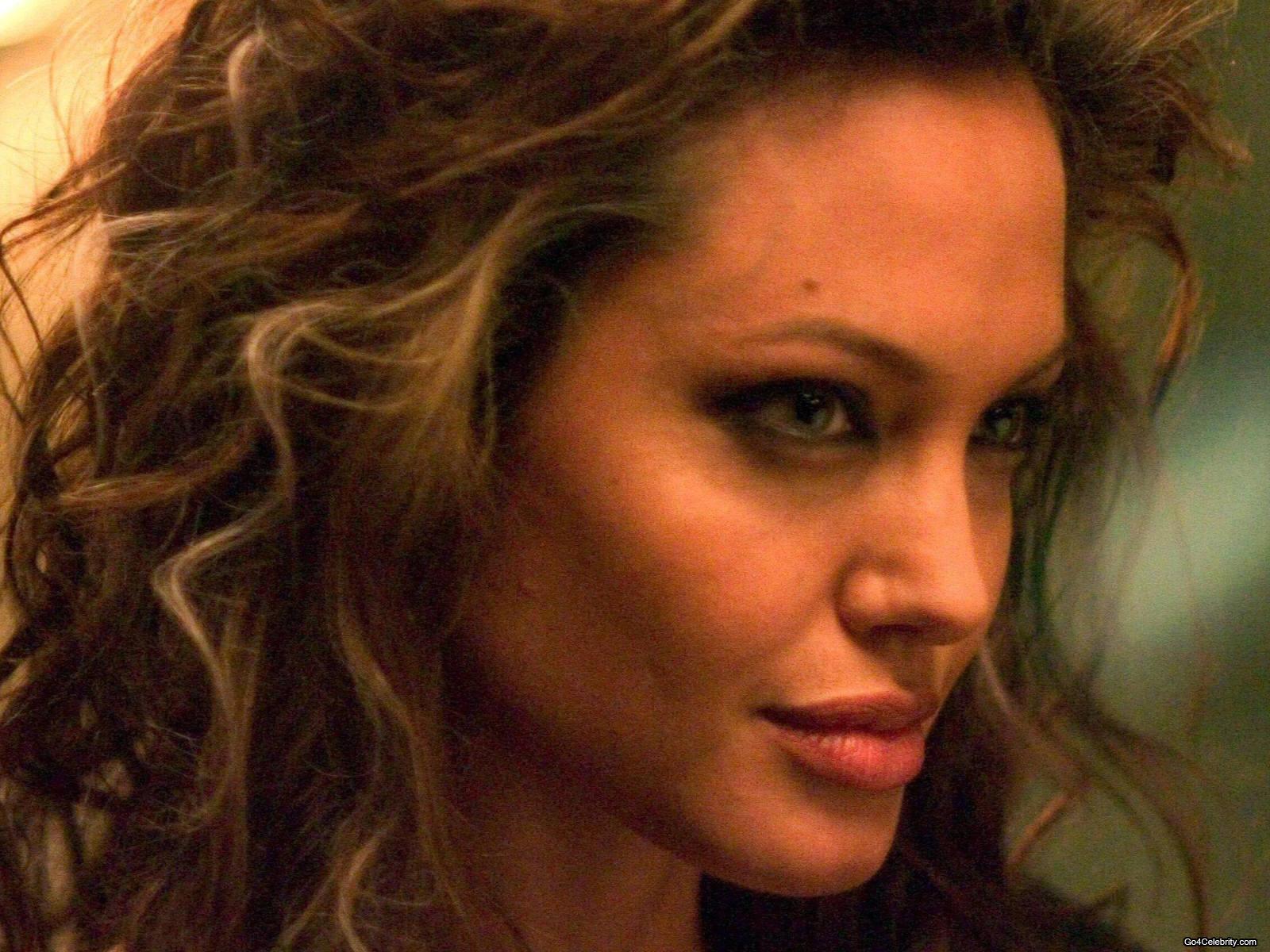 Angelina Jolie Wallpaper 18