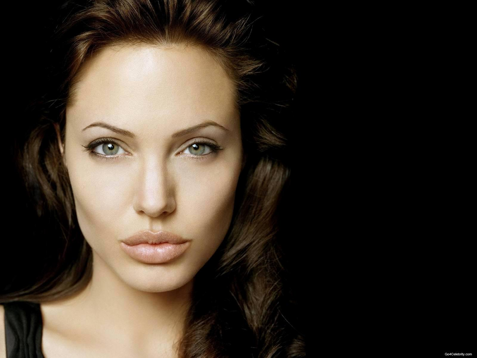 Angelina Jolie Wallpaper 20