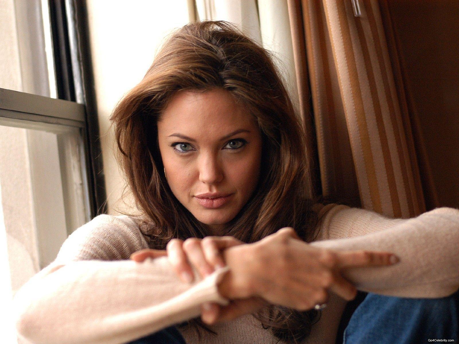 Angelina Jolie Wallpaper 28